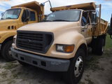 8-08252 (Trucks-Dump)  Seller: Gov-City of Bradenton 2001 FORD F750