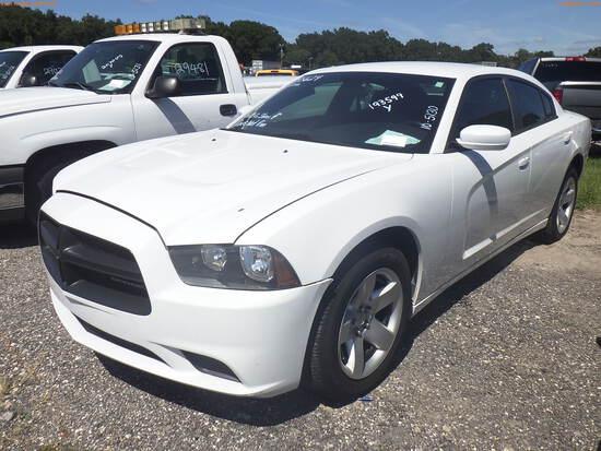 10-05130 (Cars-Sedan 4D)  Seller: Gov-Hillsborough County Sheriffs 2014 DODG CHA