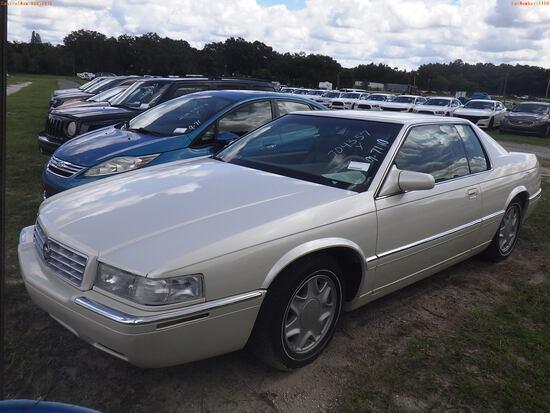 10-07110 (Cars-Sedan 2D)  Seller:Private/Dealer 2000 CADI ELDORADO