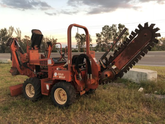 Ditch Witch 3700DD Articulated 5 ft Trencher / Backhoe