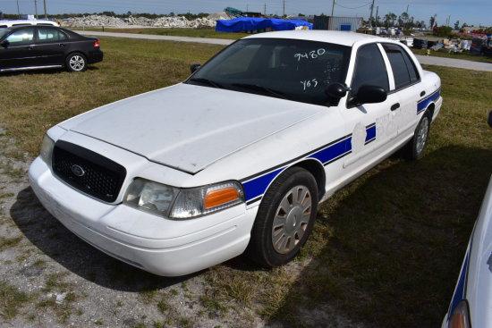 2007 Ford Crown Victoria 4 Door Police Cruiser