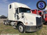 2010 Mack CXU613 Pinnacle T/A Sleeper Truck Tractor