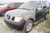 2006 Nissan Pathfinder LE 7 Passenger SUV