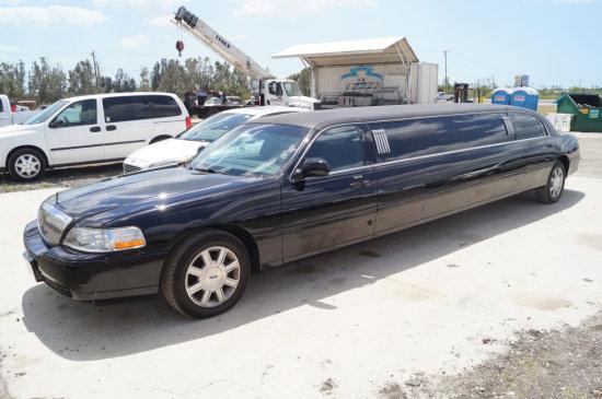 2009 Lincoln 9 Passenger 5 Door Limousine