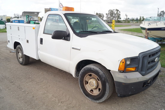 2005 Ford F-250 XL Super Duty Service Truck