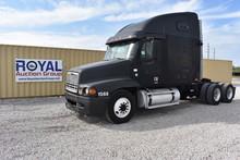 2000 Freightliner Cascadia T/A Sleeper Truck