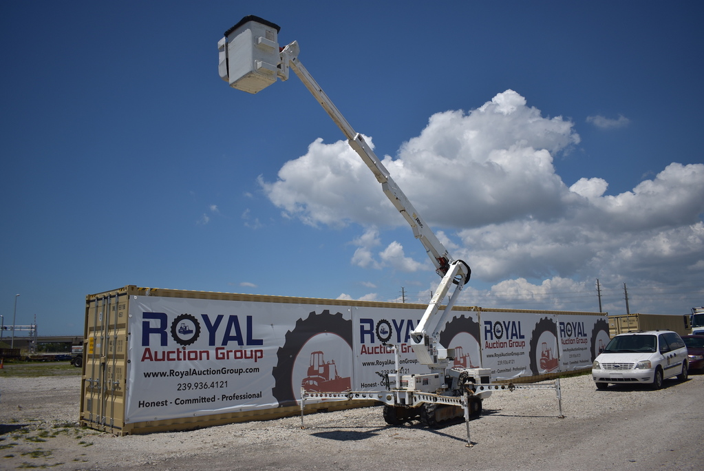 2008 Altec AT37-G Tracked Insulated Bucket Lift