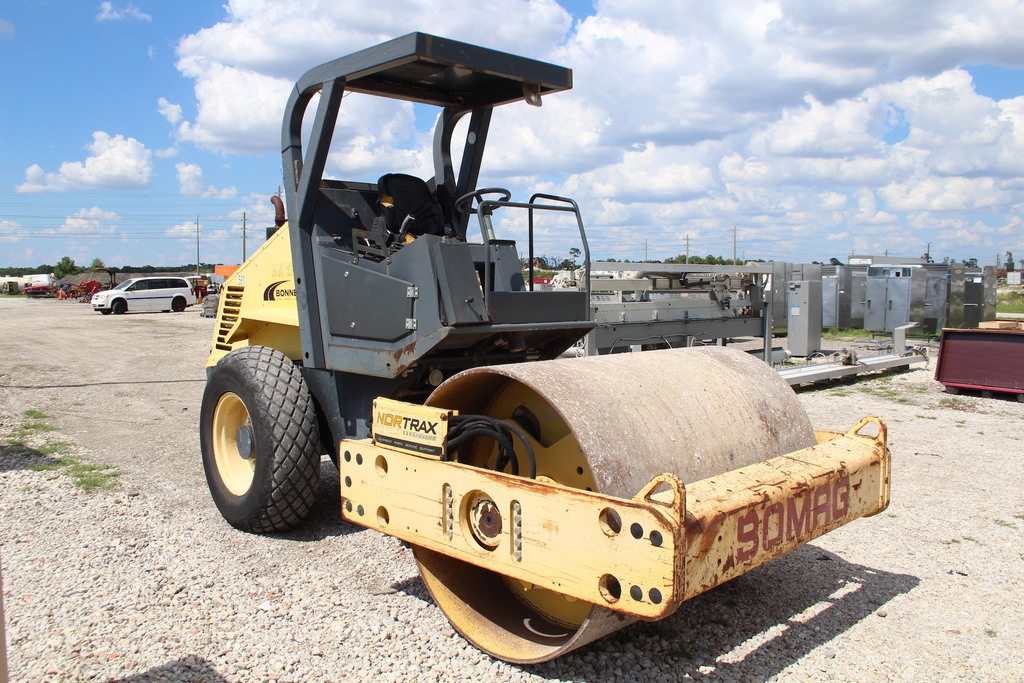 2006 Bomag BW177D-3 Vibratory Articulated Drum Roller