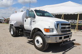 2007 Ford F-750 Super Duty 2,000 Gallon Water Truck