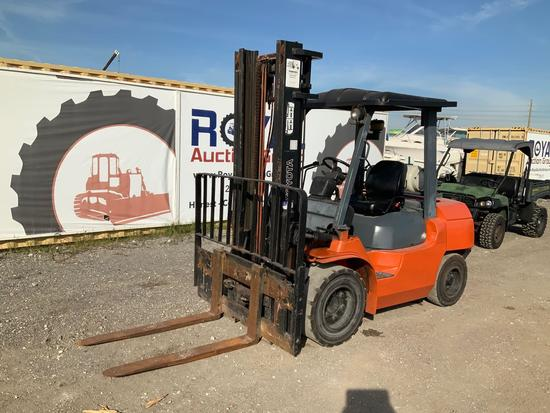 Toyota 7FGU35 7,300lb Solid Tire Forklift