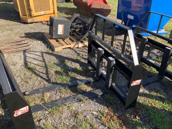 Unused 42in 3500lbs Pallet Fork Attachment