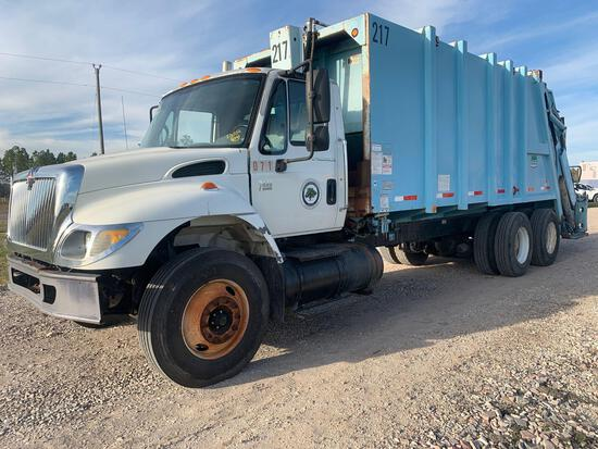 2007 International 7400 T/A Rear Packer Garbage Truck