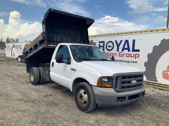 2005 Ford F-350 Dump Truck