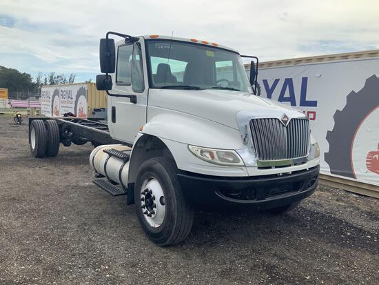 2014 International WorkStar 7300 Cab and Chassis Truck