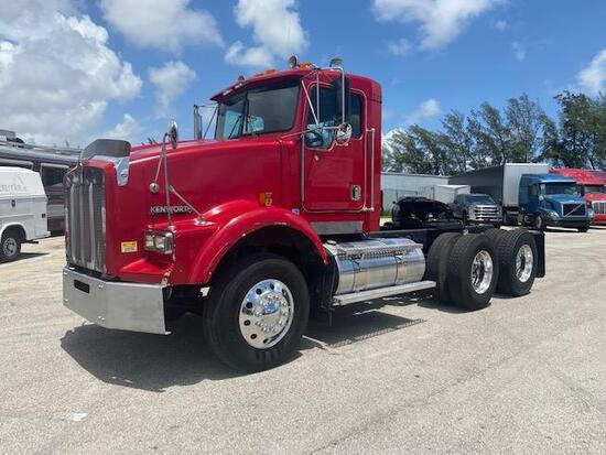 2000 Kenworth T800 Tandem Axle Truck Tractor