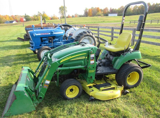 "John Deere 2305 HST Diesel Sub Compact Tractor with Loader, 623 Hours, 54"" Bucket, 62"" Belly Mower."