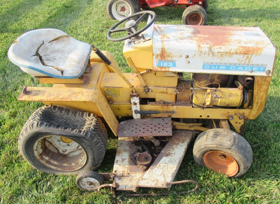 Cub Cadet 123 Hydrostat Garden Tractor with Belly Mower. Non Running.