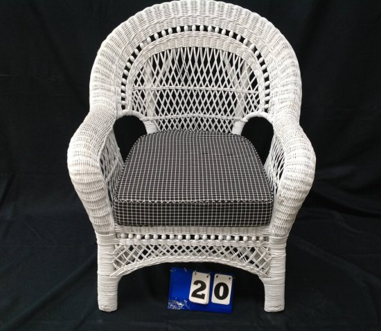 WHITE WICKER CHAIR WITH BLACK & WHITE CHECKED CUSHION