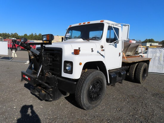 1989 International S1900 w/ Curtis Salt Spreader