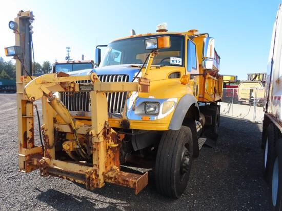 2005 International 7600 Single Axle Dump w/ Salt Spreader