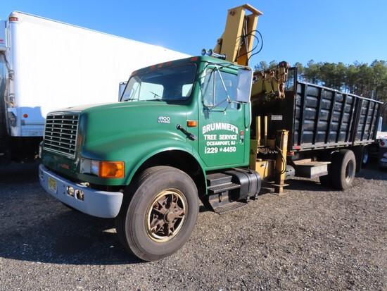 1991 International 4900 Knuckle Boom Truck