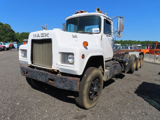1984 Mack RD686S Tri Axle Roll Off