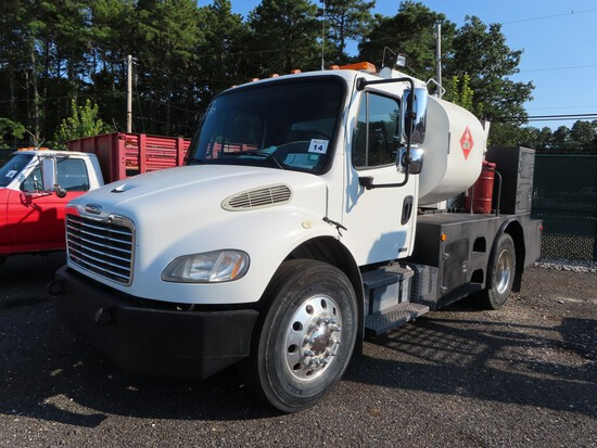 2007 Freightliner Businesses Class m2 Lube/Service Truck
