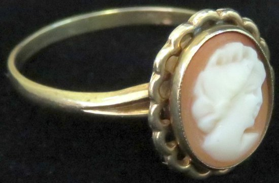 Ring marked 10K with Cameo. Approx 1.6 grams.