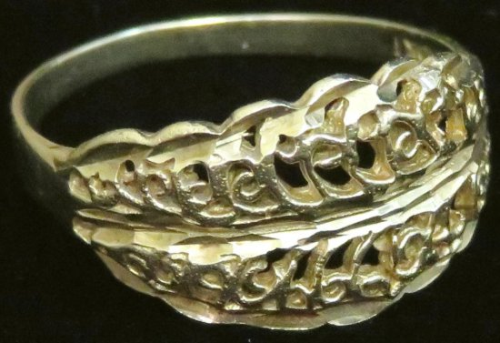 Ring marked10K filigree. Approx 1.6 grams.