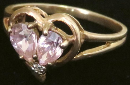 Ring marked 10K with pink & clear stones. Approx 2.7 grams.