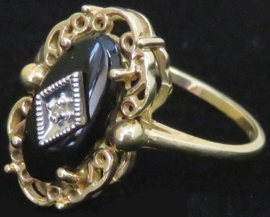 Ring marked 10K with black & clear stones. Approx 2.3 grams.