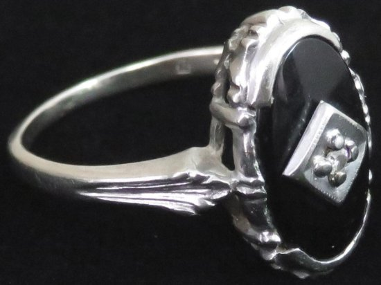 Ring marked 10K white gold with black & clear stones. Approx 2.8 grams.