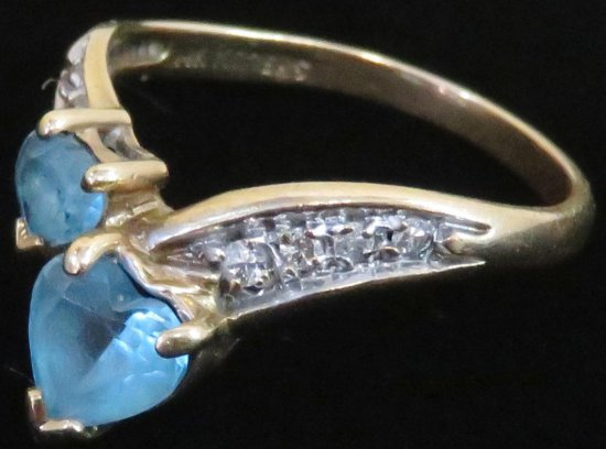 Ring marked 14K with blue & clear stones. Approx 2.8 grams.