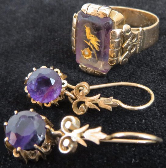 Vintage pair of Amethyst & Gold Earrings with Amethyst Ring. Approx 8.4 grams for all three.
