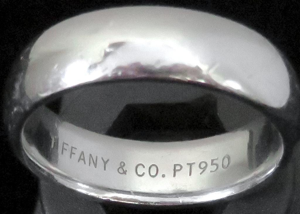 Platinum Tiffany Man's Wedding Band - marked Tiffany & Co. PT950. Approx 12.7 grams.