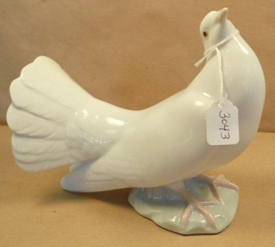 """Lladro """"White Peace Dove"""" #1015."""