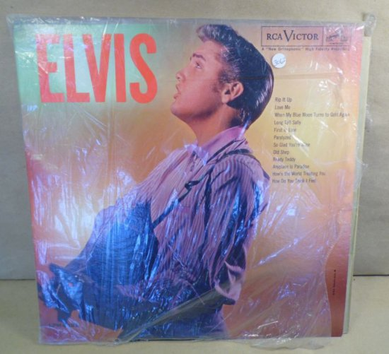 RCA Victor Album LPM-1382 - Elvis.
