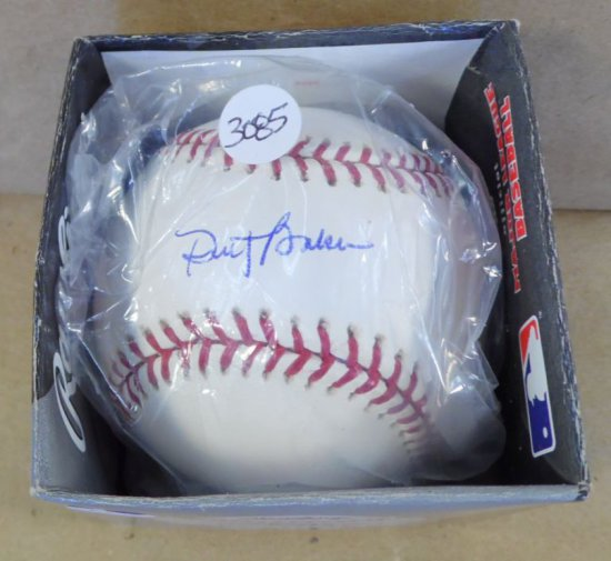 Dusty Baker, Reds/Cubs Manager and former star player autographed mint condition baseball.  With aut