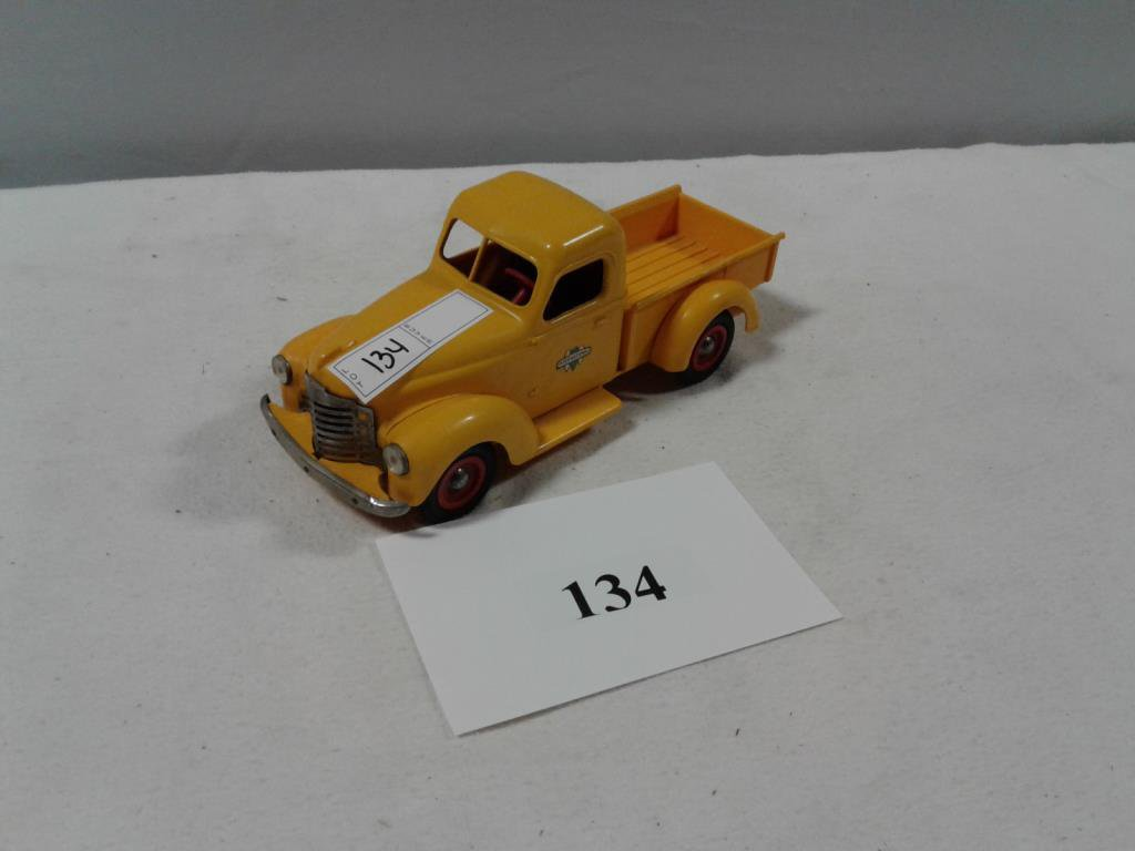 TOY TRUCK INTERNATIONAL SERVICE PICKUP PRODUCT MINITURE COMPANY