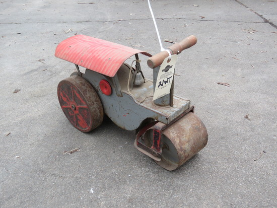 Vintage Child's Riding Traction Engine Tractor
