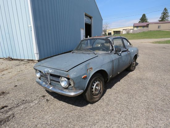 1965 Alfa Romero GT1300 Jr. 2dr Sedan