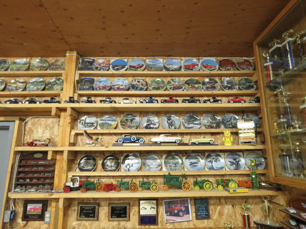 Approx. 900 Collector Plates Selling as a GRoup