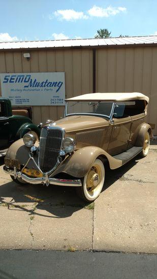 1934 Ford Deluxe Phaeton