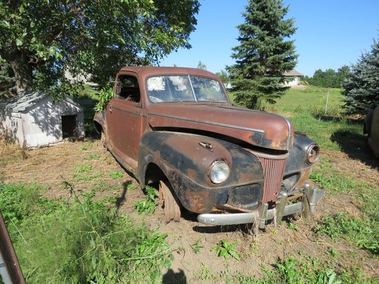 1941 Ford Deluxe 2dr Sedan for Project or Parts