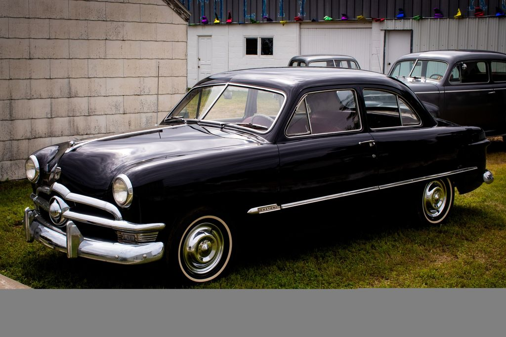 1950 Ford Custom 2dr Sedan