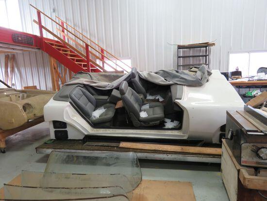 Avanti Avanti Interior tilting display model