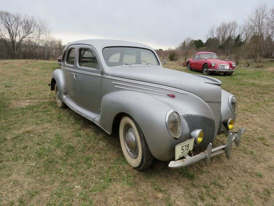 1939 Lincoln Zephyr 4dr Suicide Sedan