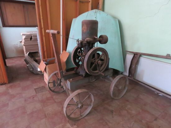 NOVO Upright Stationary Steam Engine on Cart