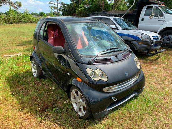 2006 Smart Car Le Car (uodated year and mileage)