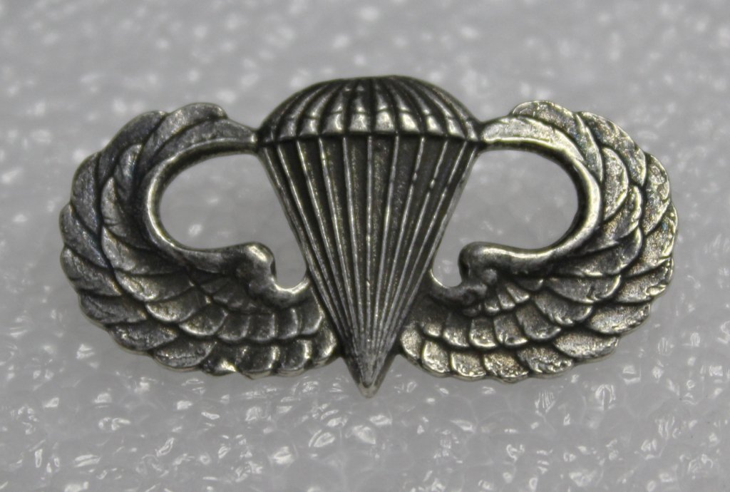U.S. Army Para Trooper Clutch Back